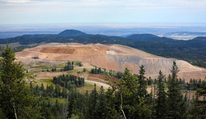 公司在旧布莱克山矿附近寻找更多黄金