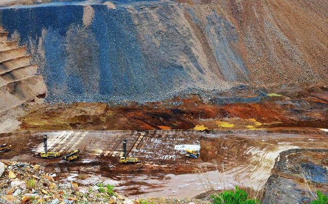 码头探索扩张机会 在列治文山矿场附近钻孔的测试孔